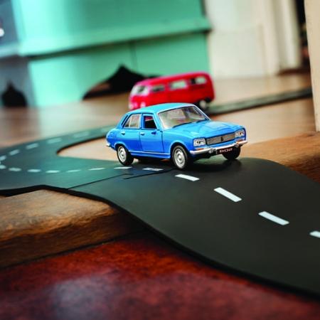 Autos & Spielstraßen